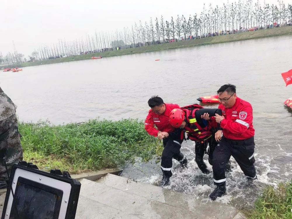 Water rescue robot R1 executes flood fighting drill in Yangzhou