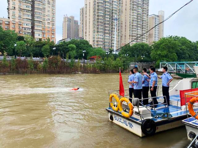 Water rescue robot becomes new rescue equippment of Yangtze River